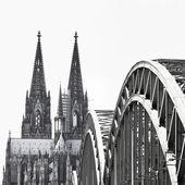 Ansicht der Stadt Köln in Deutschland schwarz-weiß