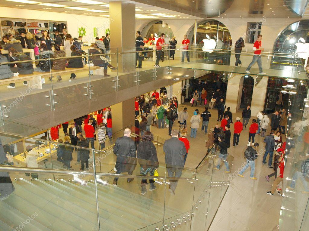 Apple store - london -UK – Stock Editorial Photo © jacklondon #11312778
