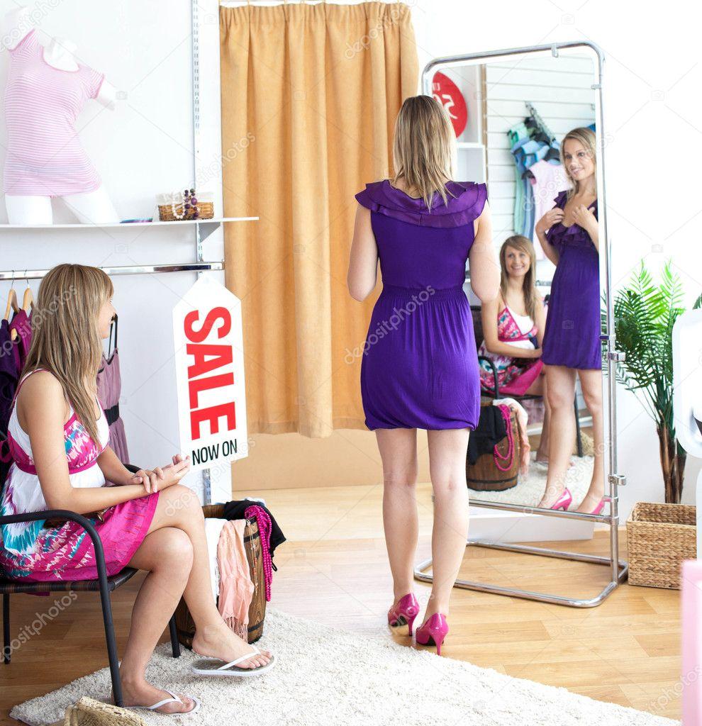 Порно фото женщине задрали платья и трахнули после
