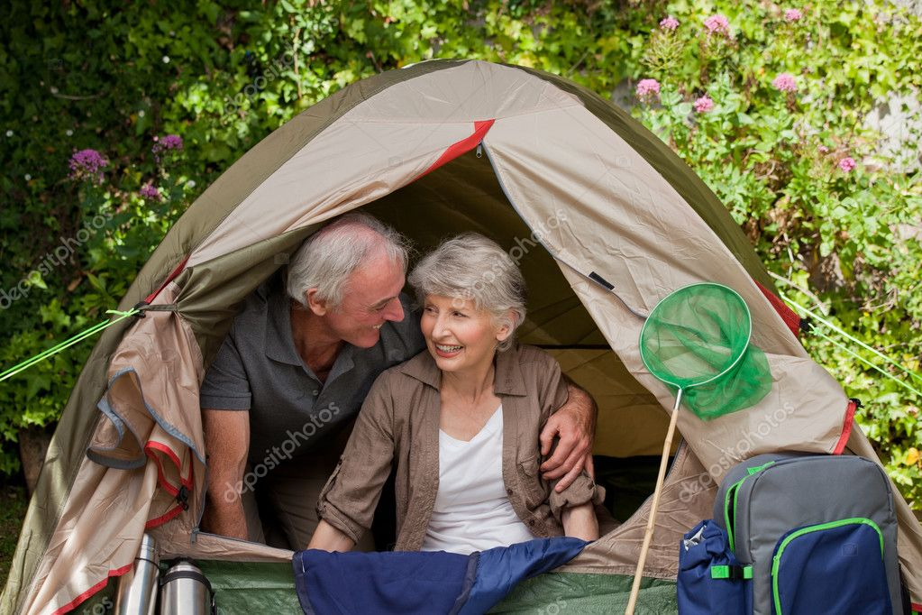 Happy couple camping in the garden — Stock Photo ...