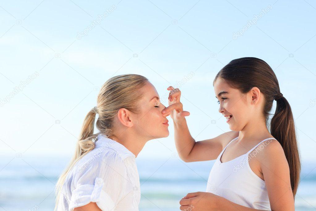 Αποτέλεσμα εικόνας για αντηλιακη κρεμα στο προσωπο