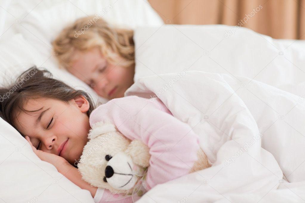 Сестру смотреть трахнул брат онлайн спящую
