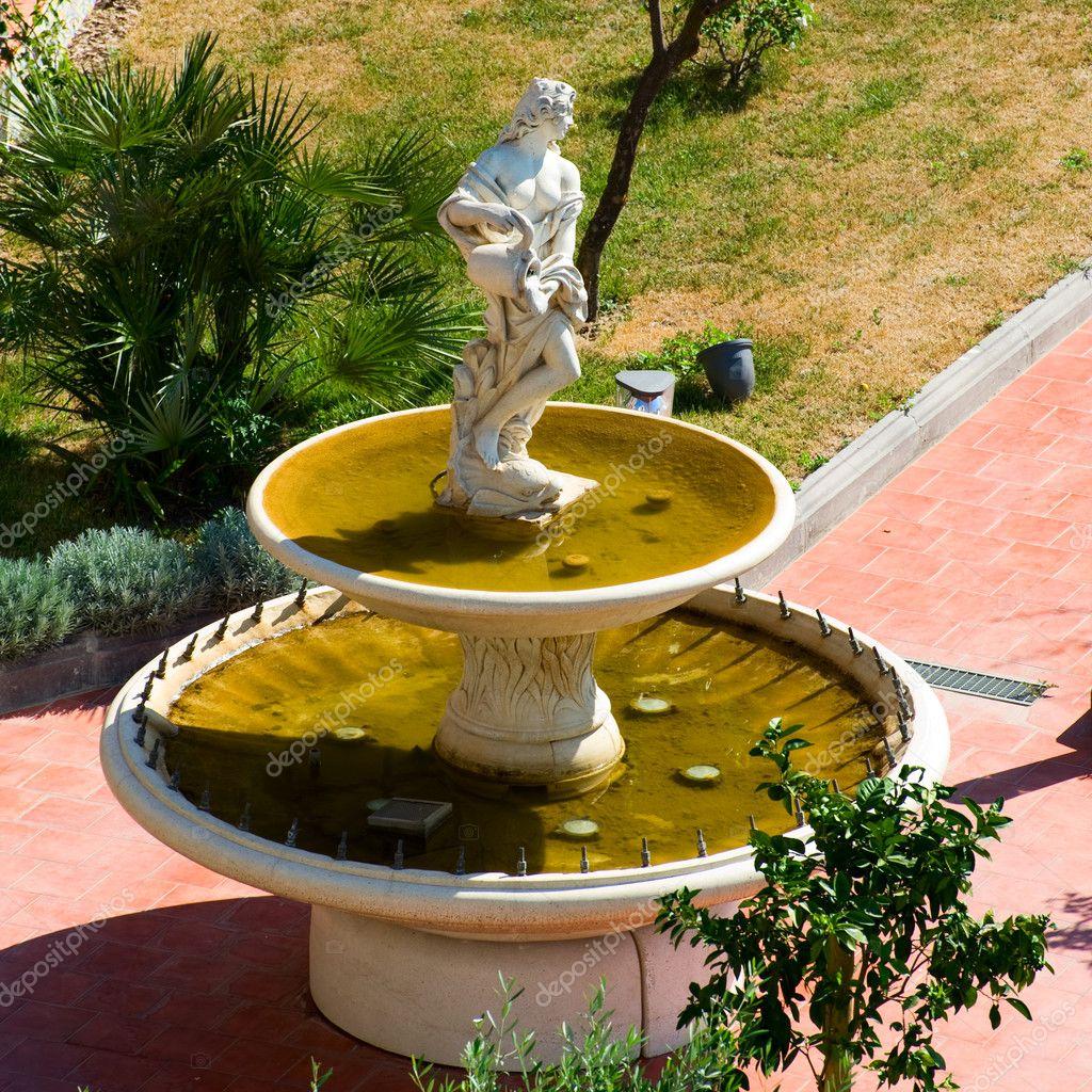 Fontana Su terrazzo — Stockfoto © robangel69 #11733541