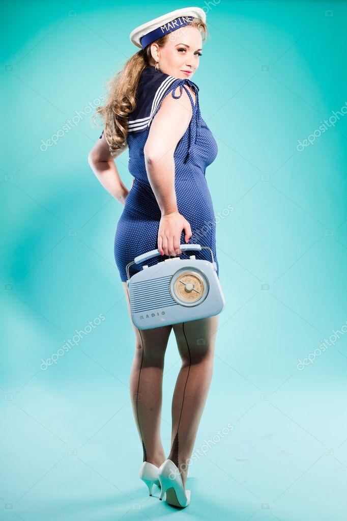 Pin rubia sexy chica vestido azul con puntos blancos y gorra de marino.  radio vintage fc669995ce7