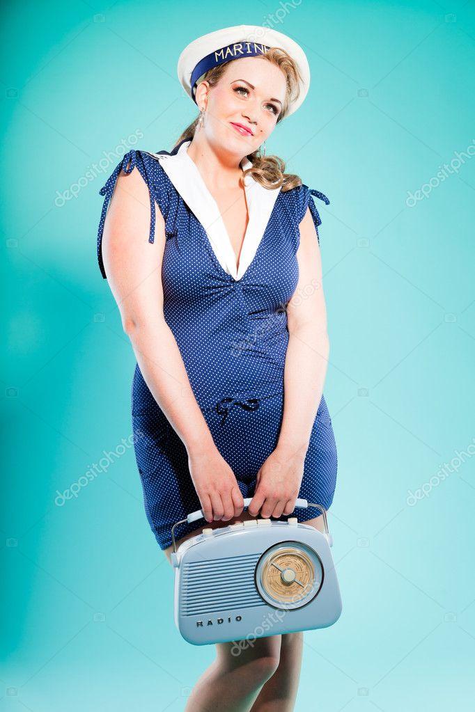 pin rubia sexy chica vestido azul con puntos blancos y gorra de marino.  radio vintage de ... 762e6124ec9