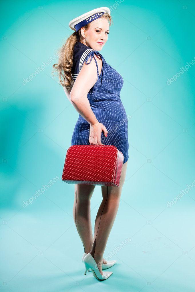 Pin rubia sexy chica vestido azul con puntos blancos y gorra de marino.  sosteniendo la e31abddb5aa
