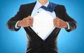 Üzletember mutatja egy szuperhős öltönyt