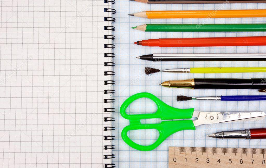 бумагой знакомство и с карандашом