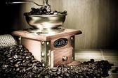 Fényképek Kávédaráló, a bab és a pot a zsákolás