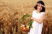 Izraeli gyermek vesz részt Sávuot zsidó ünnep
