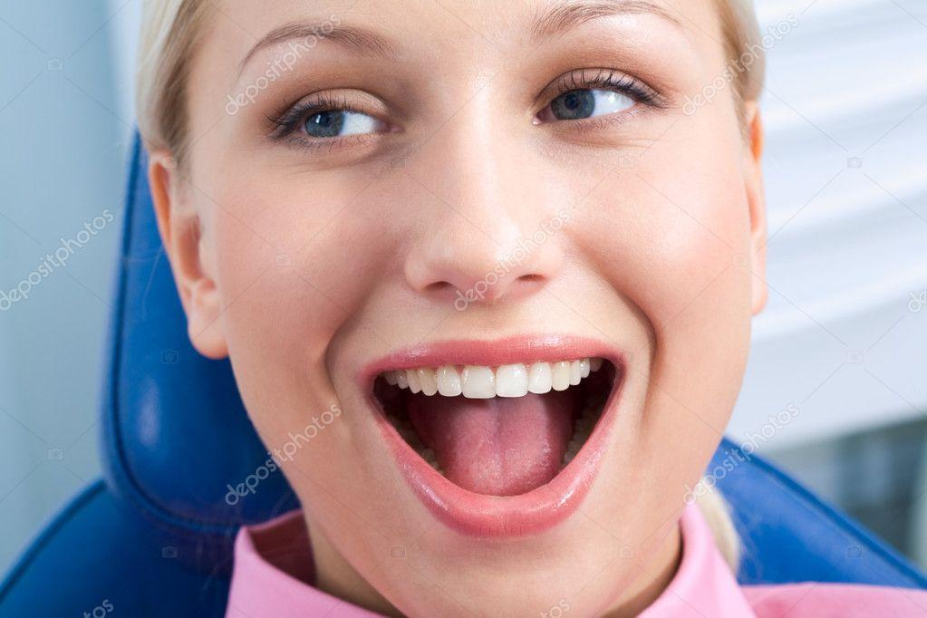фото девушки с открытым ртом