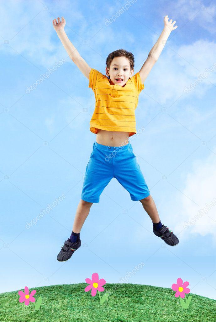 у ребенка синеют губы когда прыгает или бегает набирает