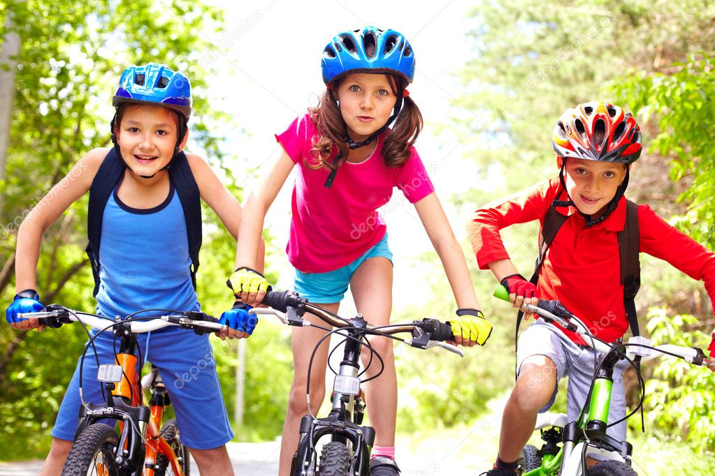 Картинки по запросу велосипедисты семья