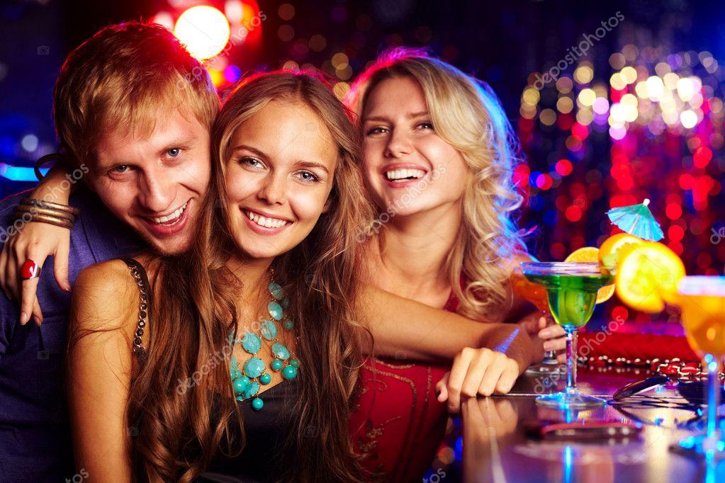 первую фото реальное пары на закрытой вечеринке дочь