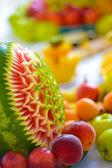 Spousta ovoce smíšené na stůl - pozadí