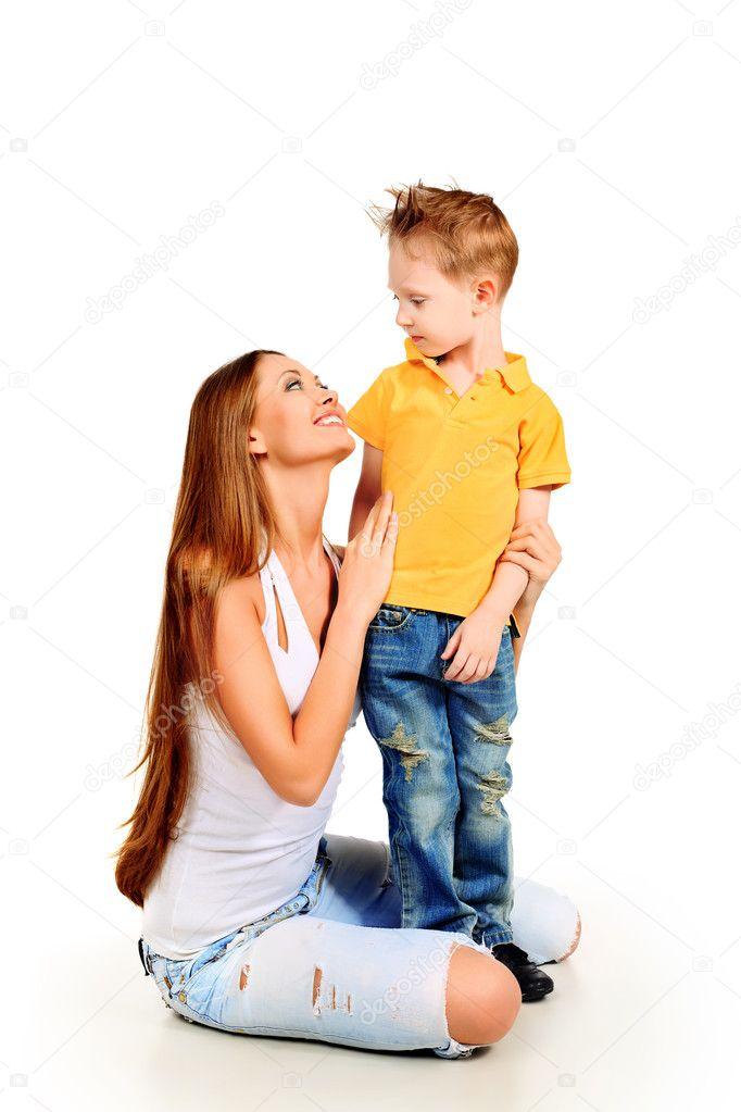 Любит молоденьких мать