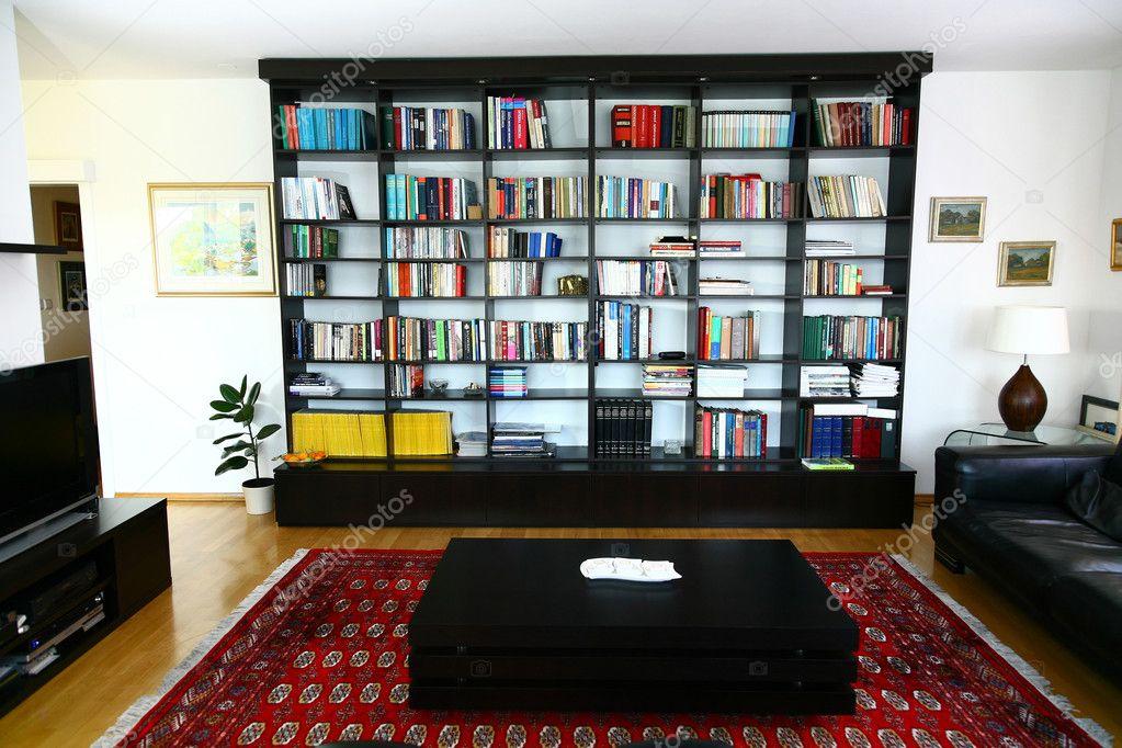 minimalistisch eingerichtete Wohnzimmer in einem modernen Haus ...