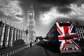 Fotografie Big Benu s barevnými vlajka Anglie v Londýně