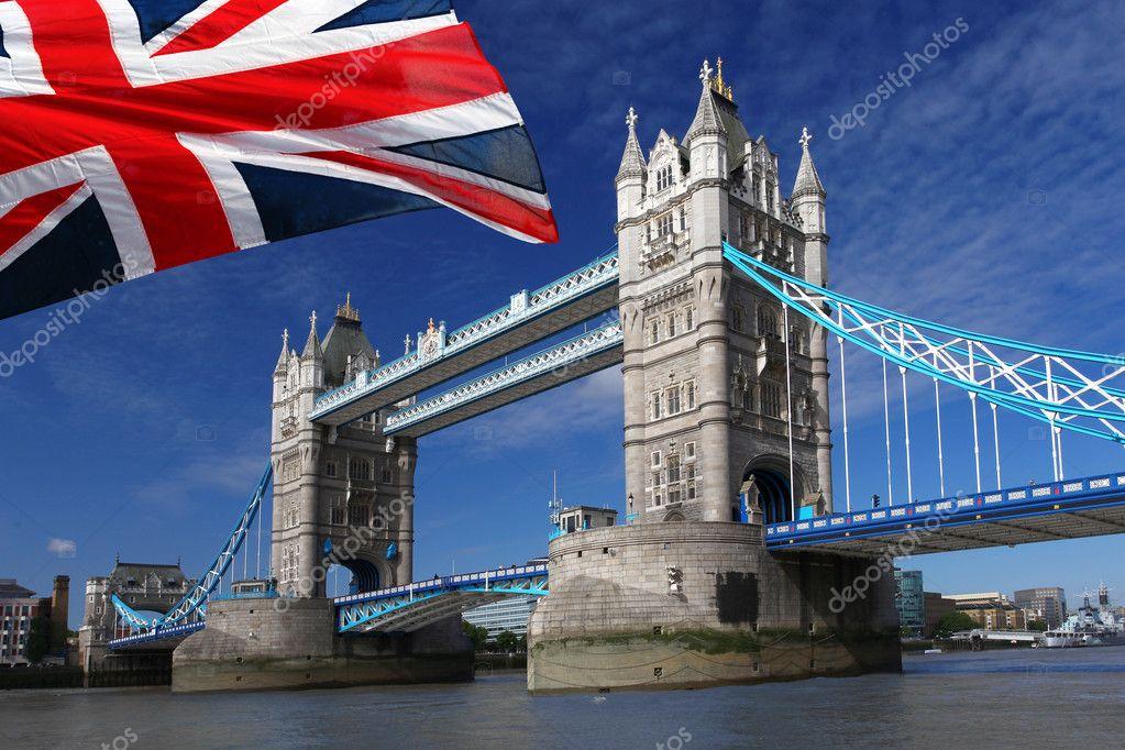 pont de tour de londres avec le drapeau de l 39 angleterre photographie samot 10988248. Black Bedroom Furniture Sets. Home Design Ideas