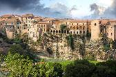 Fotografia Italia, calabria, vecchia città tropea sulla roccia