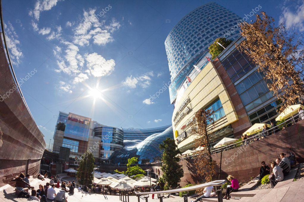 Varsavia in Polonia, centro commerciale golden terrazze — Foto ...