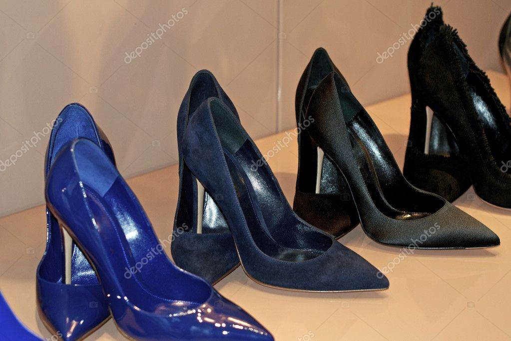 9fabe8b3247 Γυναικεία παπούτσια ψηλά τακούνια — Φωτογραφία Αρχείου © bimka1 ...