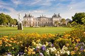 Palazzo di Lussemburgo con fiori