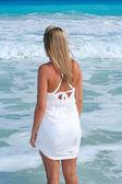 Fotografia ragazza bionda spiaggia