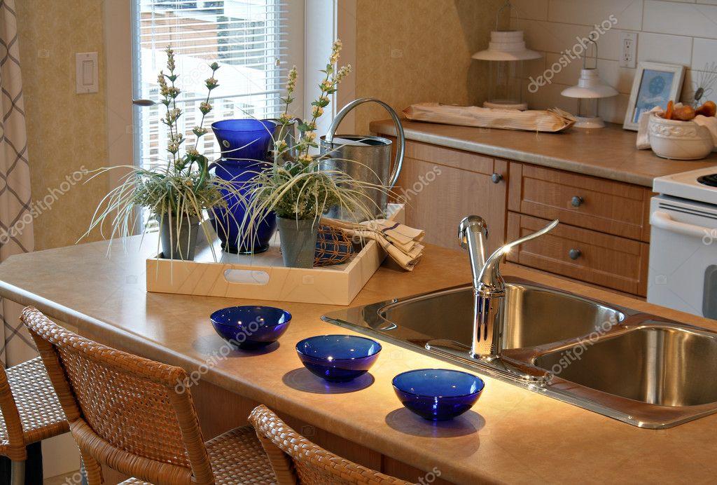 Gloednieuwe kleine keuken prachtig ingericht in een show home