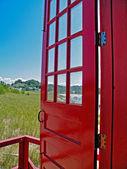 rote Tür öffnete für Beach-Szene