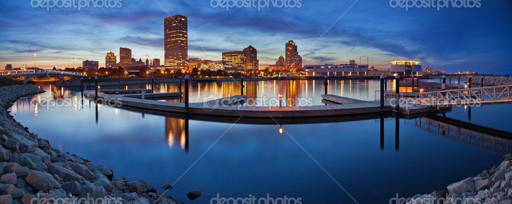 Panoramic image of the Milwaukee lakefront during sunset.
