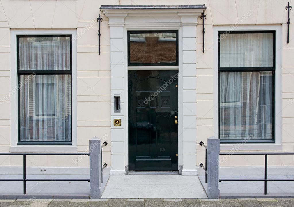 Porta d 39 ingresso della casa di citt olandese foto stock for Porta d ingresso coloniale olandese