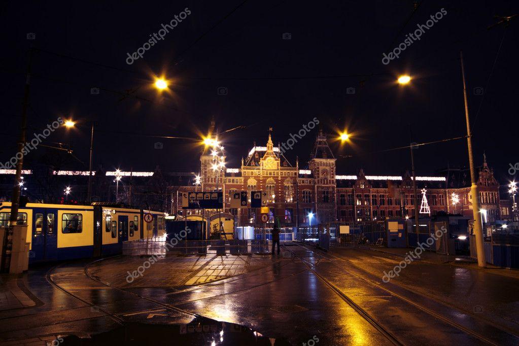 Leben Auf Der Strasse Bei Nacht In Amsterdam Niederlande Zu