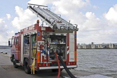 İtfaiye Amsterdam'da Hollanda liman