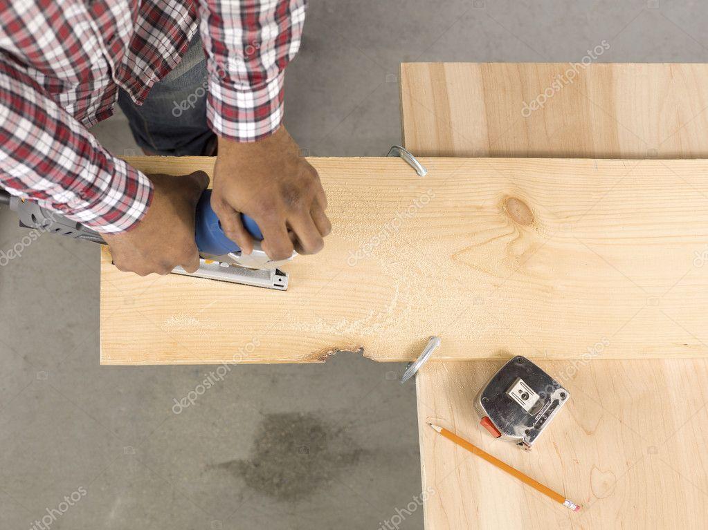 Cutting ply wood using a jigsaw