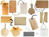 Fotografia raccolta di vari tag o etichette indirizzo isolate su sfondo bianco