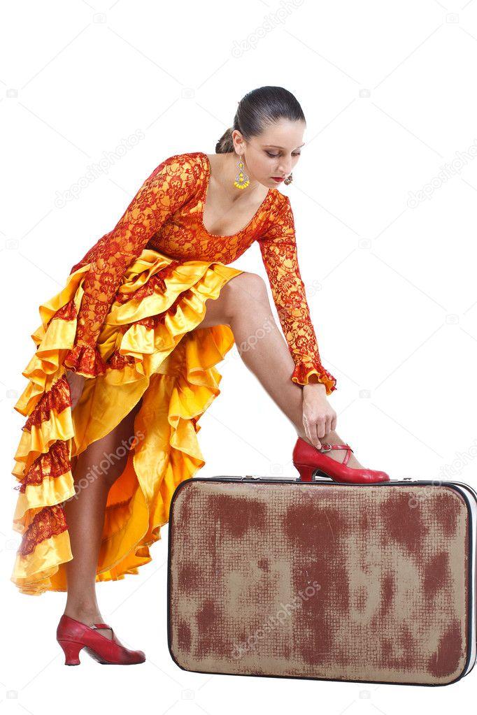 af417ce3a52 Χορευτής φλαμένκο εναντίον κόκκινο παπούτσι σε βαλίτσα — Φωτογραφία ...