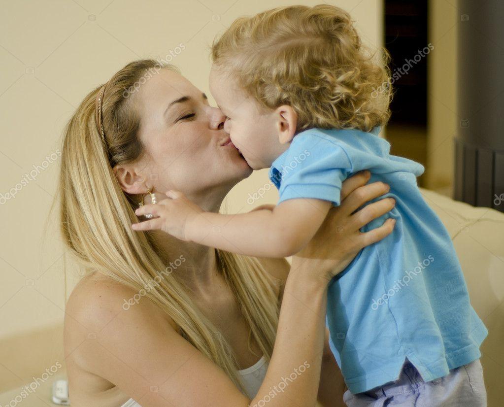 Соитие мамы с сыном, Порно: мама и сын. Инцест мамы и сына. Секс мамы 1 фотография
