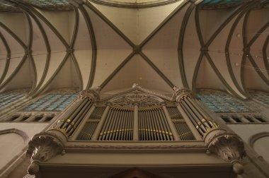 Old organ under a cross vault