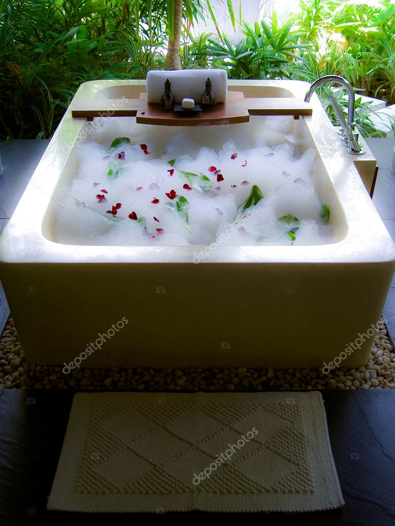 Luxury bath with foam