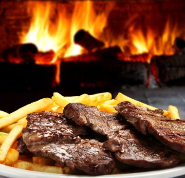 Roast beef with fries