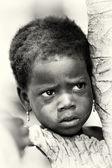 A Benin kislány figyelmesen órák