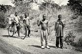 Benin gyermekek járás területén, és a lovaglás kerékpár csoportja