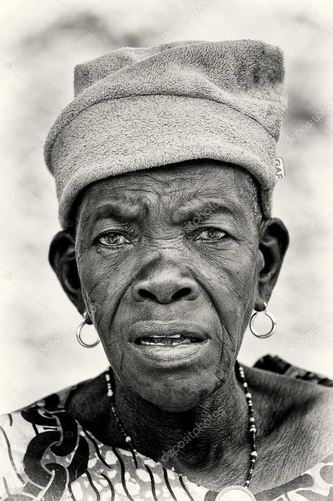 A Benin old lady wathes on the camera