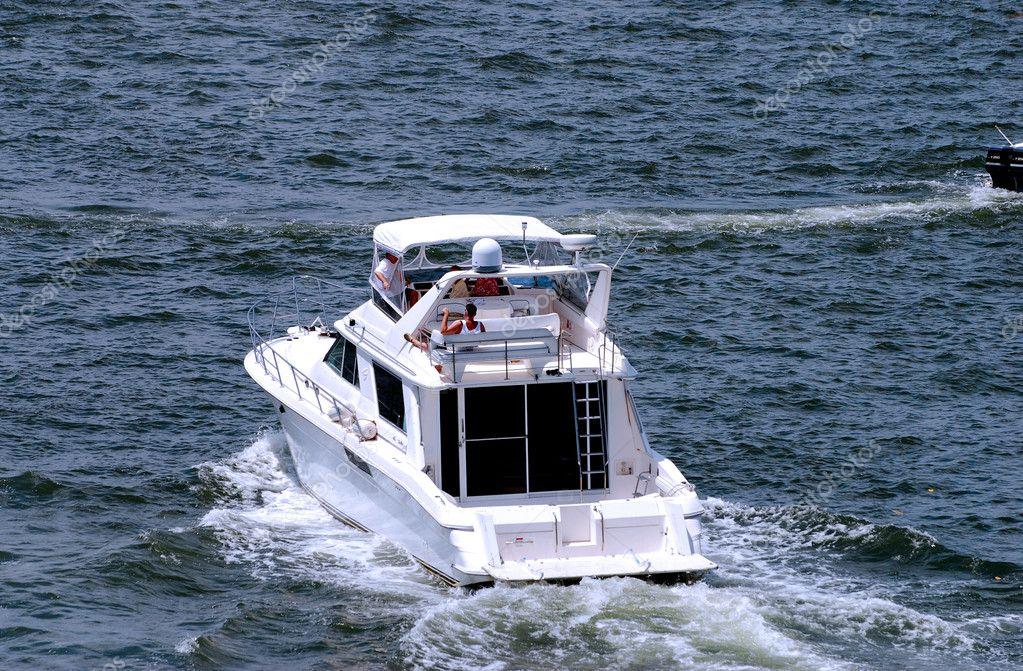 Weekend boating in Florida
