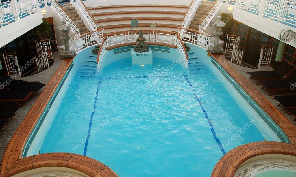 Crociera nave piscina coperta foto stock icholakov01 for Piani di coperta elevati