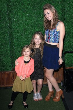 Jennie Garth's daughters Luca Bella Facinelli, Lola Ray Facinelli, Fiona Eve Facinelli