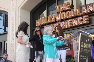 Valerie Bertinelli, Betty White, Wendie Malick, Jane Leeves