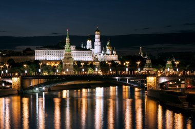 Night view of the Moskva River, Bridge and the Kremlin: Russia, Moscow