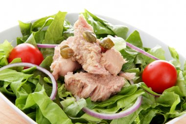 Mixed salad with tuna fish, onion and tomatoes